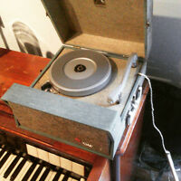 RCA VICTROLA PORTABLE SUITCASE RECORD PLAYER 1950s