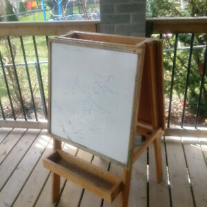 REDUCED – Sturdy Children's Wooden EASEL
