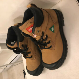 Brand new  woman safety steel toe boots size 6