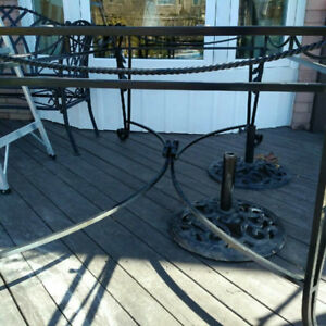 Outdoor / Indoor Dining Table Glass Top and Cast aluminum base