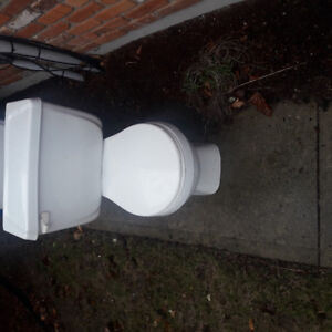 Free toilets for pick up