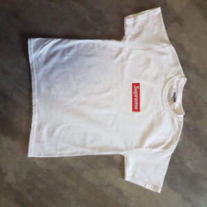 Boys 8-10 SUPREME  T-shirt (fake)