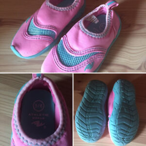 Water shoes pink size 5/6