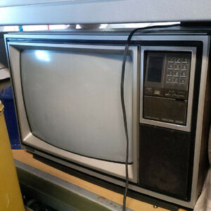 1980's Sanyo Spectra 2000 TV with original remote control