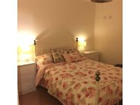 Lovely fully furnished double room with en suite to let in a shared house close to Bicester & Oxford