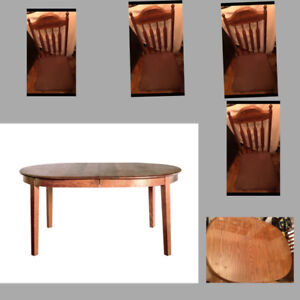 DINING OR KITCHEN TABLE 4 CHAIRS SET