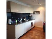 Double room with own bathroom in sought after Milliners Wharf