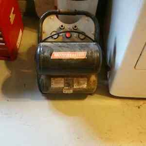 Motomaster twin stack air compressor with 2 air lines