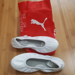 Women's   White leather Puma ballet flats.  Brand new .