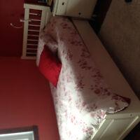 Single bed + mattress+ box