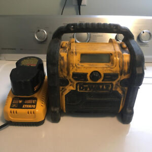 DEWALT RADIO W/ BLUETOOTH ADAPTER, BATTERY AND CHARGER