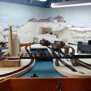 MODEL TRAINS - HO SCALE LARGE LOT SALE
