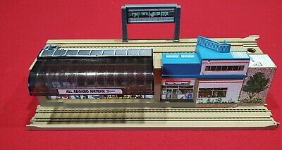 HOT WHEELS RAILROAD SUPERRAILS STATION. One half of the STATION