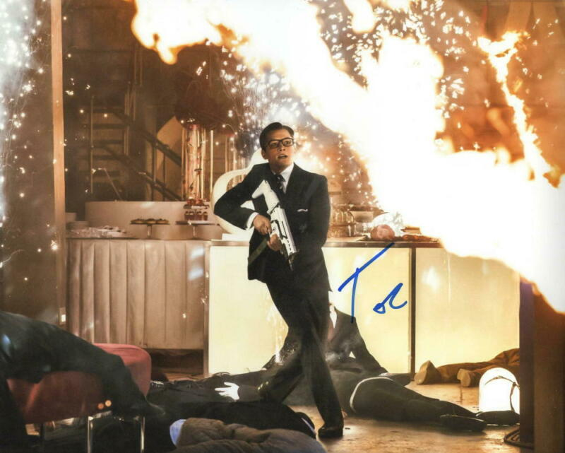 TARON EGERTON SIGNED 8X10 PHOTO KINGSMAN AUTHENTIC AUTOGRAPH COA A