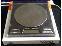 On Balance CDS-100 Scale, G/Oz/Gn/Ct, Backlit, Auto-Off, Tare/Cal, 2 x CR2032 Batteries, 100x0.01G