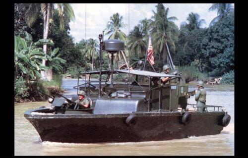 Vietnam War US Navy Ship PHOTO On Patrol Cruising Saigon River 1970