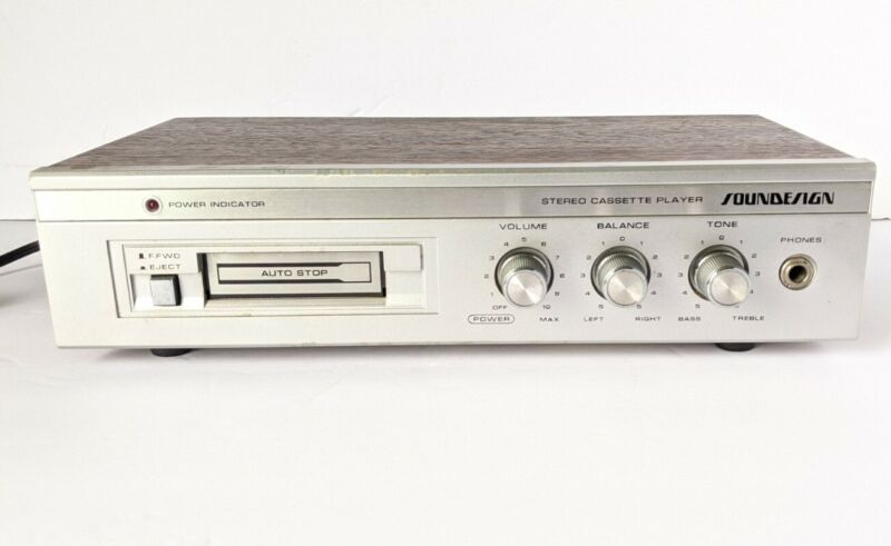 Soundesign Model 5033 Cassette Player  *TESTED  Work with speaker or headphones.