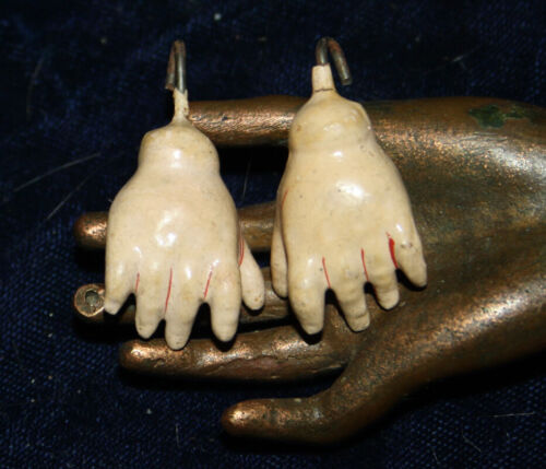 """Antique very small pair Doll Hands very rare in this size 1"""" x 3/4"""" - 2,5 x 2 cm"""