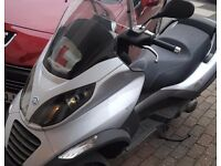 3 wheel 125cc mp3 in Silver colour .has a little crack on side Drives well .