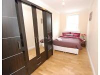 2 bedroom flat in Kersley Road, Stoke Newington