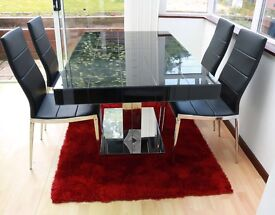 Dining Room Table & 4 Leather Chairs - Extendable table in excellent condition
