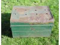 (#256) large metal chest trunk (Pick up only, Dy4 area)