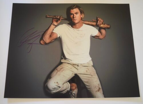Chris Hemsworth Signed Autographed 11x14 Photo THOR THE AVENGERS COA VD