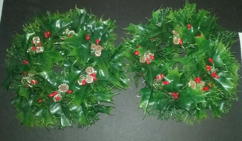 Vintage Christmas Plastic Evergreen Holly PineCone Centerpeice Candle Wreath Set