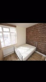 *SHARED LIVING ROOM* Spacious double rooms to rent in a beautiful Bromley-by-bow house share.