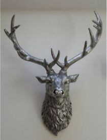 New box silver stags head