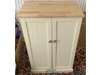 COUNTRY KITCHEN FREESTANDING CABINET