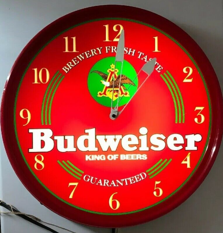 Vintage Budweiser Beer King Of Beers Light Up Wall Clock Nice Everything Works!