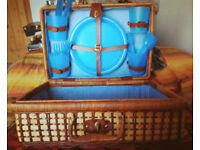 Wicker Picnic Basket Storage Hamper 4 Blue Plastic Plate Cup Settings, Blue Gingham, Retro Vintage