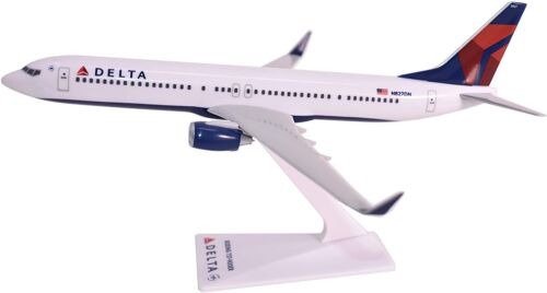 DELTA AIRLINES, BOEING 737-900 ER  DESK MODEL
