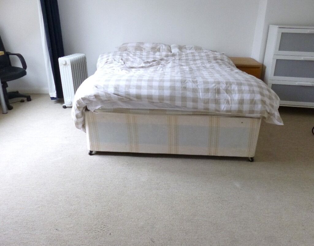 SUPER SPACIOUS SPLIT LEVEL 4 BEDROOM FLAT NEAR ZONE 2 NIGHT TUBE, 24 HOUR BUSES & HIGH ROAD