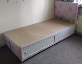 Children's divan bed