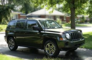Jeep Patriot lady driven LOW KM's comes with carfax report.