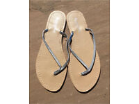 Accessorize flip flops L