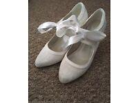 Bridal shoes. Ivory. Size 4