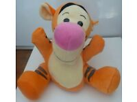 Vintage Disney Winnie the Pooh Tigger Soft Toy Plush Hand Puppet (Like New)