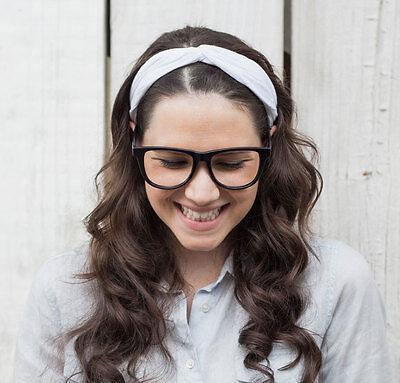 Macht sich auch in frisch gewaschenen Haaren gut: das Haarband. (© Thinkstock via The Digitale)