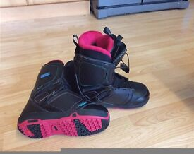 BNIB Salomon Pearl Women's Snowboard Boot - Black/Pink Women Size 5