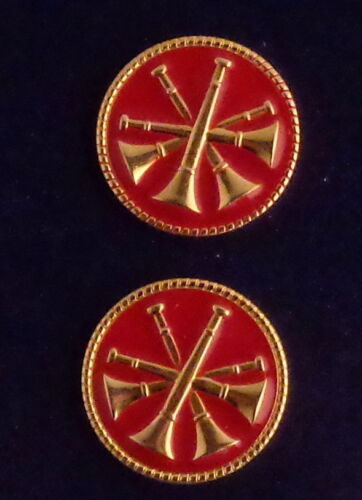 """4 BUGLES  CROSSED Fire CHIEF/DEPUTY/ASST GOLD & RED Discs Collar/Lapel Pins 1"""""""
