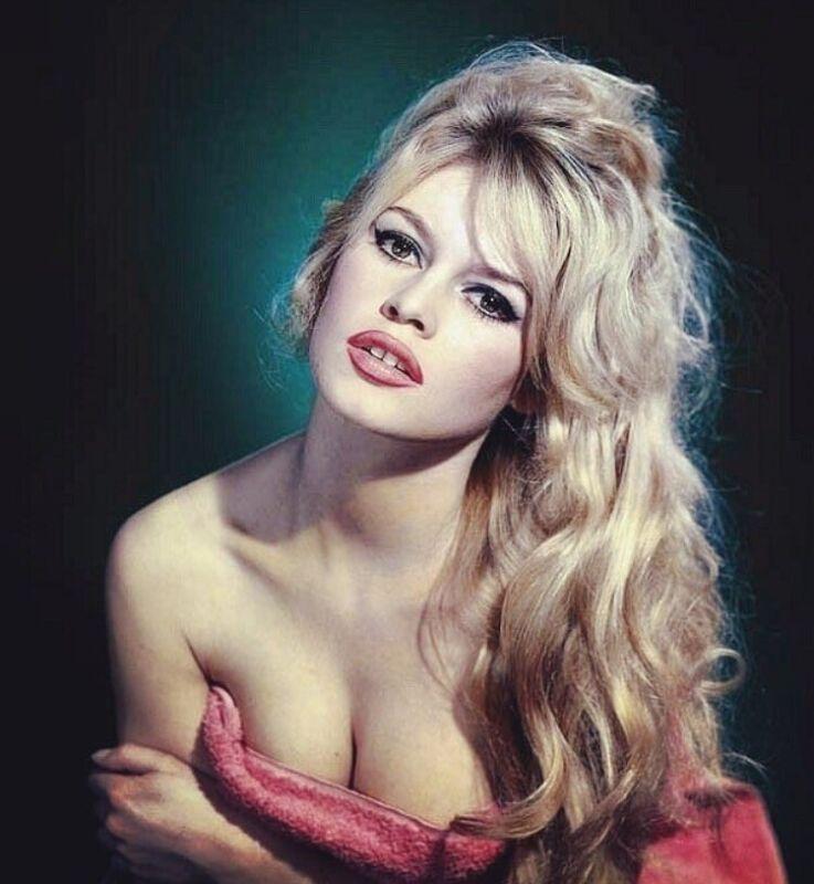 Brigitte Bardot -very Sensual Headshot With Cleavage !!
