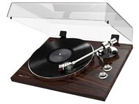 AKAI Proffesional BT500 Bluetooth Turntable! Beautiful item! Built in Pre-amp.