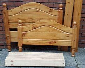 single-size pine wood bed frame. In very good condition. (mattress available if needed)