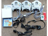 Sega Dreamcast Controllers x3, VMU x1(+Batts), Load of Disc, Scart to DC, Aerial to DC & Power Cable