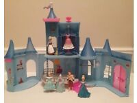 DISNEY MAGICLIP CINDERELLA CASTLE WITH FIGURES