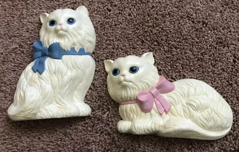 Lot Of 2 Vintage White Cats Kitten Hard Plastic Wall Decor 1 Pink Bow 1 Blue Bow