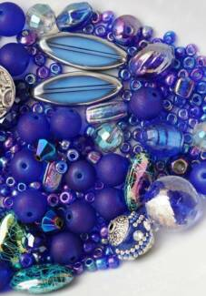 ASSORTED JEWLLERY MAKING BEADS
